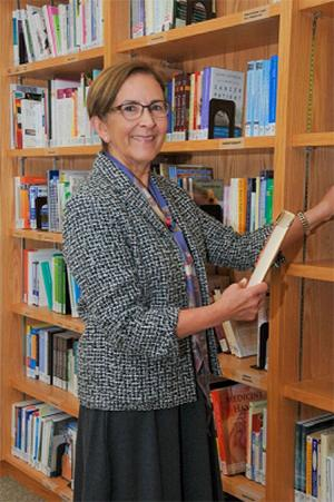 Volunteer Librarian Barbara Lesher in the Patient and Family Resource Library